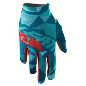 Велоперчатки Leatt DBX 1.0 GripR Glove FractureВелоперчатки<br>Эти вентилируемые велосипедные перчатки с мягкими ладонями тонкие, но прочные! Одни из наших первых непромокаемых защитных перчаток.<br><br>Верхняя часть перчатки выполнена из эластичного материала, который дышит, чтобы держать вас в прохладе, в то время как ладонь изготовлена из материала MicronGrip, тканого материала, который обеспечивает хорошее сцепление как в влажных, так и в сухих условиях и устанавливает новый стандарт для перчаток в этом ценовом диапазоне ,<br><br>Они супер удобны благодаря эластичной подгонке, удобной манжетой и предварительно изогнутой, бесшовной ладонью. <br><br>MicronGrip Palm<br>Очень прочные с функцией сенсорного экрана<br>Мягкая ладонь<br>Vented, Lite верхний материал<br>Предварительно изогнутая, плотная подгонка и бесшовная ладонь<br>Расширенный объектив / очиститель для пота<br>Натяжная манжета<br>Многослойная, нейлоновая нить<br>