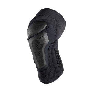 Наколенники Leatt 3DF 6.0 Knee Guard, черный 2018Защита колена<br>Лёгкие и удобные наколенники для тех, кто серьёзно относится к вопросам безопасности. 3DF 6.0 – это комбинированная защита со вставками из патентованного пеноматериала 3df изнутри и жёсткими накладками снаружи. Перфорированный материал внутренника хорошо дышит и отводит влагу, а силиконовое напыление на внутренней части манжет не даст наколенникам сползти в самый неподходящий момент.<br><br><br><br>ОСОБЕННОСТИ<br><br><br><br>Лёгкие и удобные наколенники с жёсткими защитными накладками<br><br>Отвечают требованиям стандарта безопасности CE<br><br>Особый крой для большего комфорта во время езды<br><br>Дополнительные накладки по бокам для защиты наиболее уязвимых частей колена<br><br>Силиконовое напыление на внутренней части предотвращают сползание<br><br>Регулируемые застёжки для идеальной подгонки по ноге<br><br>Вес: 530 граммов (пара)<br>