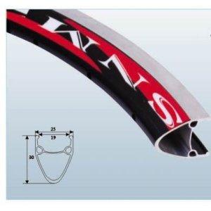 Обод TBS SA19A, двойной, 24x1.75-1.95, черный, 19 мм, /CNC 36H, шлифованые бортаОбода<br>Обод двойной 24x1.75-1.95 чёрные /CNC 36Велосипедный обод - это одна из главных составляющих колес велосипеда. Обод должен быть легким, поскольку этот вес играет важную роль при разгоне (чем больше масса и чем дальше она находится от центра колеса, тем большие усилия нужно затрачивать на разгон). Помимо небольшого веса обод должен обладать достаточной прочностью. Обод может иметь тормозную дорожку для ободных тормозов, обода без нее можно использовать только с дисковыми тормозами. Разделяют обода для разных типов велосипедов, по диаметру, количеству спиц (наиболее распространенные на 32 и 36 спиц: чем их больше, тем выше прочность, но при этом выше и вес).<br>