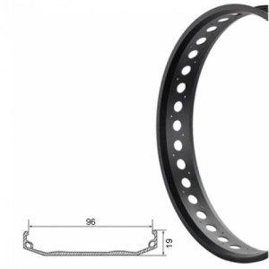 Обод TBS S96, для Fatbike, одинарный, 26x4-1/4, черный, 103 мм, 32H шлифованые бортаОбода<br>Обод одинарный 26x4-1/4, ширина 103мм, чёрный /CNC 32Велосипедный обод - это одна из главных составляющих колес велосипеда. Обод должен быть легким, поскольку этот вес играет важную роль при разгоне (чем больше масса и чем дальше она находится от центра колеса, тем большие усилия нужно затрачивать на разгон). Помимо небольшого веса обод должен обладать достаточной прочностью. Обод может иметь тормозную дорожку для ободных тормозов, обода без нее можно использовать только с дисковыми тормозами. Разделяют обода для разных типов велосипедов, по диаметру, количеству спиц (наиболее распространенные на 32 и 36 спиц: чем их больше, тем выше прочность, но при этом выше и вес).<br>