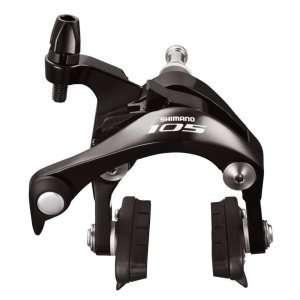 Тормоз Shimano 105 BR-5800 задн. черн.Тормоза на велосипед<br>ОписаниеТормоз Shimano 105 BR-5800Всравнении собразцамипрошлых поколений тормоз стал более эффективным и управляемымза счётнового пружинногомеханизмаи изменённыхтяг. Мощность увеличена на 10% по сравнению с 5700 моделью.Добавлен новый симметричный дизайн сдвоенного шарнира SLR-EV. Подшипник в шарнирном креплении минимизируеттрение.Тормоз совместим с 28c шинами.                                                                                        Общие характеристики:                                            Артикул:KBR5800AR86AL                        Брэнды:Shimano                        Год:2017                        Категория:Тормоза<br>