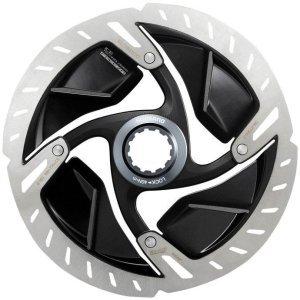 Тормозной диск Shimano Dura-Ace SM-RT900 160mmТормоза на велосипед<br>ОписаниеТормозной диск Shimano Dura-Ace SM-RT900 160mm ПрименениеДля шоссейных, триатлонных и кроссовых велосипедов с дисковыми тормозами; крепление Centerlock.ГруппаDura-Ace является результатом постоянного стремления Shimano к усовершенствованию и разработке новых технологий.Это отражается в каждом отдельном компоненте, которые работают как единое целое,улучшая друг друга для достижения непревзойденной производительности.Именно поэтому группа Dura-Ace достигла абсолютного превосходства.РоторDura-Ace SM-RT900 с высокой устойчивостью к перепадам температуры в результате активного торможения, что позволяет достич непревзойдённой производительности и надёжности при длительной эксплуатации.Внимание! Крепление Centerlock Disc не совместимо с обычным креплением ротора 6 болтами. Обратите внимание на максимально допустимый диаметр диска в зависимости отмодели рамы или вилки.                                                Общие характеристики:    Артикул:KSMRT900S    Брэнды:Shimano    Год:2018    Категория:Тормоза<br>