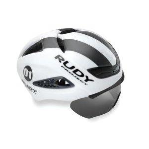 Каска Rudy Project BOOST 01 + визор WHITE - GRAPHITE MATT LВелошлемы<br>ОписаниеКаска Rudy Project BOOST 01 + визор WHITE - GRAPHITE MATT LПрименениеШоссе, триатлон.Профессиональный аэродинамический шлем с инновационной укороченной формой задней части. Обладает отличной обтекаемостью воздушными потоками и балансом, особенно важным при длительных гонках с сильным боковым ветром. Низкий вес и особенности конструкции позволяют ослабить напряжение в мышцах шеи, а откидывающийся съёмный визор с различными типами линз защищает глаза и улучшает аэродинамику. Шлем снабжён заслужившим доверие во всём мире механизмом микрорегулирования посадки на голове, позволяющим подобрать индивидуальное положение, надёжно зафиксировать шлем, повысив, тем самым, безопасность и комфорт.ТехнологииРегулировка и подбор посадкиRudy Project славятся тщательным подходом к разработке оптимальной посадки шлема для обеспечения максимальной безопасности и комфорта. Это результат исследований в области эргономики, дизайна, инновационных материалов и передовых технологий производства. Система фиксации шлема на голове постоянно обновляется с целью повышения комфорта и безопасности. Новая версия RSR 9 упрощает регулировку. Конструкция имеет более обтекаемую форму. Настройка точной микрометрической высоты обеспечивает индивидуальную подгонку.Прокладки из материалов Dry Foam и X-StaticФронтальная прокладка корпуса изготовлена из инновационных материалов Dry Foam и X-Static с антибактериальными свойствами: первый представляет из себя специальную белую пену не впитывающую воду, в то время как второй способствует транспирации - процессу прохождения влаги через волокна ткани и испарению. Это способствует минимизации потоотделения, быстрому высыханию, отсутствию неприятного запаха и повышению производительности.Баланс веса и аэродинамикаОдним из главных новшеств шлема является баланс распределения веса во время гонки. Как известно, боковой ветер часто вызывает лишнюю нагрузку на мышцы шеи, оказывая сильное нера