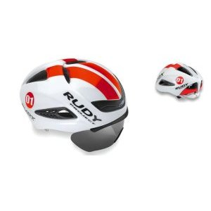 Каска Rudy Project BOOST 01 + визор WHITE - RED FLUO SHINY LВелошлемы<br>ОписаниеКаска Rudy Project BOOST 01 + визор WHITE - RED FLUO SHINY LПрименениеШоссе, триатлон.Профессиональный аэродинамический шлем с инновационной укороченной формой задней части. Обладает отличной обтекаемостью воздушными потоками и балансом, особенно важным при длительных гонках с сильным боковым ветром. Низкий вес и особенности конструкции позволяют ослабить напряжение в мышцах шеи, а откидывающийся съёмный визор с различными типами линз защищает глаза и улучшает аэродинамику. Шлем снабжён заслужившим доверие во всём мире механизмом микрорегулирования посадки на голове, позволяющим подобрать индивидуальное положение, надёжно зафиксировать шлем, повысив, тем самым, безопасность и комфорт.ТехнологииРегулировка и подбор посадкиRudy Project славятся тщательным подходом к разработке оптимальной посадки шлема для обеспечения максимальной безопасности и комфорта. Это результат исследований в области эргономики, дизайна, инновационных материалов и передовых технологий производства. Система фиксации шлема на голове постоянно обновляется с целью повышения комфорта и безопасности. Новая версия RSR 9 упрощает регулировку. Конструкция имеет более обтекаемую форму. Настройка точной микрометрической высоты обеспечивает индивидуальную подгонку.Прокладки из материалов Dry Foam и X-StaticФронтальная прокладка корпуса изготовлена из инновационных материалов Dry Foam и X-Static с антибактериальными свойствами: первый представляет из себя специальную белую пену не впитывающую воду, в то время как второй способствует транспирации - процессу прохождения влаги через волокна ткани и испарению. Это способствует минимизации потоотделения, быстрому высыханию, отсутствию неприятного запаха и повышению производительности.Баланс веса и аэродинамикаОдним из главных новшеств шлема является баланс распределения веса во время гонки. Как известно, боковой ветер часто вызывает лишнюю нагрузку на мышцы шеи, оказывая сильное не