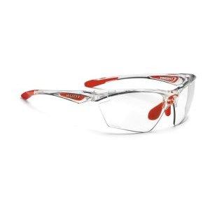 Очки Rudy Project STRATOFLY CRYSTAL - PHOTOCLEARВелоочки<br>Очки Rudy Project STRATOFLYВ этой оправе только верхняя часть линз защищена ободком. Это дает возможность увеличить поле зрения, при этом очки сохраняют прочную структуру. Такой дизайн обеспечивает прекрасный курсовой обзор, очки прекрасно подходят для таких видов, как велогонка, горный велосипед, бег. когда необходимо хорошо видеть поверхность земли, чтобы объезжать препятствия и выбирать лучшую траекторию.ОСОБЕННОСТИ МОДЕЛИ:Оправа из полимера Grilamid Frame это черизвычайно гибкая, ударопрочная, гипоолергенная, легкая оправа.Носоупор с вентилируемыми подушками из материала Megol обеспечивает отличную посадку и абсолютный комфорт;Система сменных линз Quick Change для разных условий освещенности;Система контроля параллельного зрения RP-D-Centered обеспечивает максимальную защиту от ультрафиолета и оптическую резкость;Высококачественные поликарбонатные линзы с защитой от ультрафиолета UV 400 обеспечивают максимальную резкость; Линзы PhotoClearЛинзы самозатемняющиеся в зависимости от степени ультрафиолетового излучения, являются уникальным, передовым решением. Вам больше не нужно несколько очков на разные погодные условия. Можно использовать одни линзы для солнечного дня, леса, вечернего и ночного времени. Линзы подстраиваются под интенсивность света и затемняются сами, вы даже не заметите этого. Только комфорт.                                                                                         Общие характеристики:                                            Артикул:SP236696-0000                        Брэнды:Rudy Project                        Год:2017                        Категория:Очки<br>