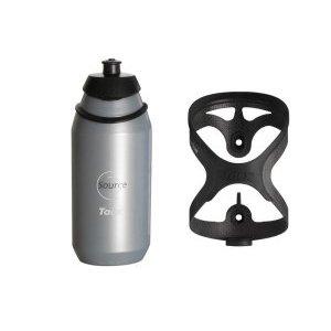 Флягодержатель Tacx Tao Carbon с флягойФляги и Флягодержатели<br>Tacx Tao - самый удерживающий флягодержатель из ныне выпускающихся.Даже на пересеченной местности ваша фляжка никуда не денется.Плюс к этому стильный внешний вид, маленький вес и высокая прочность                                                                                        Общие характеристики:                                            Артикул:T6702                        Брэнды:Tacx                                                Категория:Флягодержатели<br>