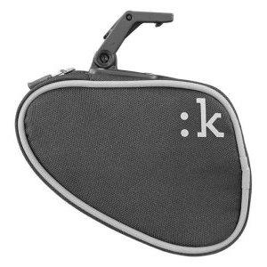 Сумка подседельная FIZIK KLI:K MediumВелосумки<br>ОписаниеСумка подседельная FIZIK KLI:K MediumПрименениеДля ремнабора и мелочей.Долговечная, лёгкая, устойчивая к атмосферным воздействиям сумка из материала Cordura. Благодаря внутреннему карману даже в полупустом отсеке содержимое находится в порядке.Подходит для перевозки камеры, монтажек, баллончика CO2, инфлятора и прочих мелочей.Стандарт крепления: интегрированная система Fizik ICS.ХарактеристикиКрепление: интегрированная система ICSРазмер: среднийМатериал Cordura ShellВлагозащищённаяВнутренний сетчатый карманОтражающие элементыЦвет: антрацитВ комплектацию входит только сумка.Внимание! Иллюстративный материал приведён в ознакомительных целях. Цвет, форма и комплектация могут отличаться от приведённых на сайте. Производитель оставляет за собой право без предварительного уведомления менять характеристики товара. Перед совершением оплаты убедительно просим вас уточнять подробности по телефонам или в комментарии к заказу.                                                                                        Общие характеристики:                                            Артикул:FB05M00A0X004                        Брэнды:Fizik                        Год:2017                        Категория:Рюкзаки, чехлы, сумки<br>