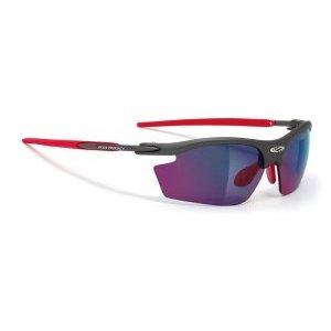 Очки Rudy Project RYDON GRAPHITE V. ML RED RED PADS &amp; TIPSВелоочки<br>Очки Rudy Project RYDON самая популярная и востребованная модель для велоспорта, бега, триатлона, и даже просто активного отдыха. Разнообразие цветов оправы позволяет подобрать очки к любой экипировке.В этой версии оправы только верхняя часть линз защищена ободком. Это дает возможность увеличить поле зрения, при этом очки сохраняют прочную структуру. Такой дизайн обеспечивает прекрасный курсовой обзор, очки прекрасно подходят для таких видов, как велогонка, горный велосипед, бег, когда необходимо хорошо видеть поверхность земли, чтобы объезжать препятствия и выбирать лучшую траекторию.ОСОБЕННОСТИ МОДЕЛИ:Оправа из новых композитных материалов с добавлением карбона для легкости и прочности- дужки из Kynetium TM – специального сплава из алюминия, магнезия, силиция и титана, применяемого в аэрокосмической промышленности, и характеризующегося сверхлегким весом и превосходной упругостью;Полностью регулируемый медно-бериллиевый носоупор с двумя вентилируемыми подушками из Megol, оснащенными новой системойE-Lock TM, и обеспечивающий отличную посадку и абсолютный комфорт;Система сменных линз Quick Change для разных условий освещенности;Система контроля параллельного зрения RP-D-Centered обеспечивает максимальную защиту от ультрафиолета и оптическую резкость;Высококачественные поликарбонатные линзы с защитой от ультрафиолета UV 400 обеспечивают максимальную резкость;Вес 24 гЛинзы Laser и MultilaserЭти линзы разработаны для солнечных дней и яркого света, они обеспечивают защиту от ультрафиолета класса 400 uv, то есть поглощают все виды ультрафиолетового излучения, и доступны в очень широком ассортименте цветов и оттенков. Отражающий хромированный слой полностью покрывает наружную сторону линз, убирая блики, но не ухудшая свойства очков.                                                Общие характеристики:    Артикул:SN793898M    Брэнды:Rudy Project    Год:2017    Категория:Очки<br>