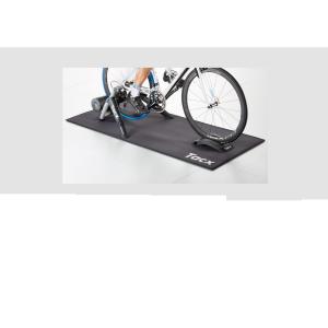 Коврик склад. под велотренажер TACX TrainermatВелостанки<br>Складной ковер TACX защищает ваш пол от влаги и гасит шум во время тренировки.Высококачественная отделкаНижняя часть ковра имеет противоскользящую поверхность, а верхняя имеет дополнительное усиление, чтобы предотвратить повреждение, когда вы тренируетесь на велосипеде.Складной и легкийЭтот ковер легко складывается и имеет легкий вес.Размер 173 ? 74 см                                                Общие характеристики:    Артикул:T2910    Брэнды:Tacx    Год:2017    Категория:Аксессуары TACX<br>