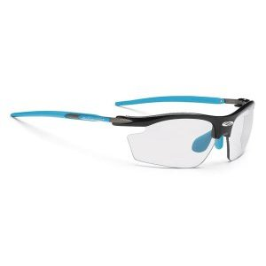 Очки Rudy Project RYDON BLACK GLOSS ImpX 2 PHT BLACKВелоочки<br>ОписаниеОчки Rudy Project RYDON BLACK GLOSS ImpX 2 PHT BLACKПрименениеСпортивные очки для занятия велосипедом, бегом, лыжами, активного отдыха.Rudy Project Rydon - самые популярные и востребованные очки для велоспорта, бега, триатлона и активного отдыха. Разнообразие цветов оправы и самый широкий выбор линз позволяют подобратьмодель к любой экипировке и любым погодным условиям. Очки получили большую популярность благодаря своей функциональности и лёгкости - всего 24 г. Нижняя часть линз не защищена оправой, поэтому Rydon не ограничивают поле зрения и прекрасно подходят для велогонок, занятий горным велосипедом, бегом по пересечённой местности, когда необходимо хорошо видеть поверхность земли, выбирая лучшую траекторию. Прочная рамка из запатентованного сплава алюминия, магния, кремния и титана сохраняет жёсткость и долговечность конструкции. Глаза надёжно защищены от попадания пыли и любого крупного мусора за счётударопрочных линз, не образующих осколков даже при сильном повреждении.ТехнологииADJUSTABLE NOSE PIECEРегулируемый наносник позволяет изменить посадку и добиться максимального комфорта.ADJUSTABLE TEMPLESРегулируемые заушины для лучшей фиксации очков вне зависимости от формы головы.GRILAMID FRAMEДля особой долговечности рамка очков изготовлена из Grilamid® - это лёгкий ударопрочный гипоаллергенный высококачественный термопласт стабильный при длительном использовании и перепадах температуры.SAFETY PROJECTRudy Project - ведущий разработчик в области безопасности и производства технологичных средств защиты спортсменов, в особенности, шлемов и очков. Исследования направлены на обеспечение максимальной защиты в случае падения, ударов или столкновений. Поэтому все очкиRudy Projectпрошли множество тестов и имеют встроенные шарнирные крепления, мягкие термопластичные эластомеры для большей ударопрочности и предотвращения появления осколков.QUICK CHANGEСистема быстрой замены линзQuick Change™ позволяет л