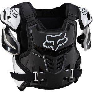 Защита панцирь Fox Raptor Vest, черно-белый 2018Защита торса<br>Бескомпромиссный защитный панцирь, разработанный специально для юных гонщиков. Основная его особенность – дополнительные защитные накладки по бокам, выполненные из ударопрочного пластика. Таким образом, этот панцирь обеспечивает максимально возможную защиту и не сковывает движений. Raptor Proframe подходит для ношения как под джерси, так и поверх него, и совместим с большинством выпускаемых моделей защиты шеи.<br><br><br><br>ОСОБЕННОСТИ<br><br><br><br>Подходит для ношения как под джерси, так и поверх него<br><br>Совместим с большинством выпускаемых моделей защиты шеи<br><br>Внутренняя часть отделана двойным слоем мягкого пеноматериала<br><br>Благодаря специальной системе строп, панцирь легко снять и подогнать по размеру<br><br>Дополнительные защитные накладки по бокам<br><br>Съёмные регулируемые накладки на плечи<br><br>Хорошо вентилируется<br><br>Отвечает требованиям стандарта безопасности CE 1621-2<br>