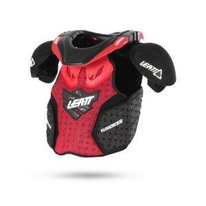 Защита панцирь+ шея подростковый Leatt Fusion Vest Junior 2.0, красно-черный 2017Защита торса<br>Очередная инновация от Leatt представляет собой комбинацию панциря и защиты шеи, разработанную специально для юных гонщиков - ведь, как известно, дети и подростки особенно предрасположены к травмам грудины, позвоночника, шеи и плечевых суставов. Панцирь хорошо вентилируется и обеспечивает эффективную защиту благодаря вставкам из особого пеноматериала с трёхмерной структурой. Монолитная жёсткая накладка в передней части гарантирует надёжную защиту рёбер и костей грудины. Мнение экспертов журнала Transworld Motocross об этой защите таково: Данная модель - идеальный выбор для юных гонщиков, которые серьёзно относятся к своей безопасности.<br><br><br><br><br><br>ОСОБЕННОСТИ<br><br><br><br><br><br>Инновация от Leatt - комбинация панциря и защиты шеи<br><br>Разработана специально для юных гонщиков<br><br>Отвечает требованиям стандарта безопасности CE<br><br>Защита шеи изготовлена из стекловолокна и усилена полиамидом<br><br>Вставки из особого пеноматериала с трёхмерной структурой обеспечивают дополнительную абсорбацию ударов<br><br>Специальные вырезы в плечевых накладках помогают защитить самые хрупкие кости - ключицы<br><br>Задняя часть защиты шеи отсоединяется при чрезмерных нагрузках<br>