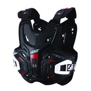 Защита панцирь Leatt Chest Protector 2.5, черный 2018Защита торса<br>Лёгкий мотокроссовый панцирь с жёсткими накладками, обеспечивающий надёжную защиту верхней части тела. Панцирь сертифицирован и отвечает требованиям стандарта безопасности CE. А кроме того, он отлично дышит, и его легко подогнать по размеру. И, конечно же, такой панцирь идеально совместим со всеми моделями защиты шеи от Leatt.<br><br><br><br><br>ОСОБЕННОСТИ<br><br><br><br>Лёгкий и жёсткий мотокроссовый панцирь<br><br>Отвечает требованиям стандарта безопасности CE<br><br>Внутренняя часть отделана сетчатым материалом<br><br>Отлично дышит и легко подгоняется по размеру<br><br>Совместим со всеми моделями защиты шеи от Leatt<br>