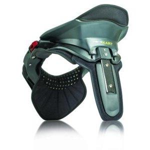 Защита шеи Leatt Kart, черный 2018Защита шеи<br>Специализированная защиты шеи для картинга с осоой эргономикой, соответствующей посадке гонщика. Совместима с картинговыми шлемами стандартной формы. Основа изготовлена из стекловолокна и полиамида, внутренняя часть - из мягкого пеноматериала Biofoam.<br>