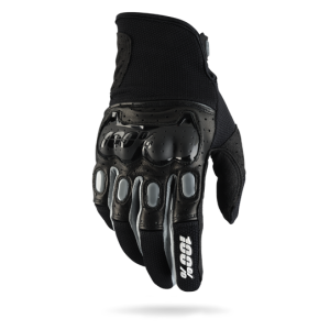 Велоперчатки 100% Derestricted Glove, черно-серый 2017Велоперчатки<br>Стильные и технологичные перчатки для тех, кто серьёзно относится к вопросам безопасности. Верх модели выполнен из плотного текстиля и гладкой перфорированной кожи с защитными накладками на фалангах пальцев и в области костяшек; ладонь изготовлена из тонкой искусственной кожи Clarino.<br><br><br><br>ОСОБЕННОСТИ<br><br><br><br>Верх из плотного текстиля и гладкой перфорированной кожи<br><br>Ладонь из тонкой искусственной кожи Clarino<br><br>Защитные накладки на фалангах пальцев и в области костяшек<br><br>Удобная застёжка на липучке<br>