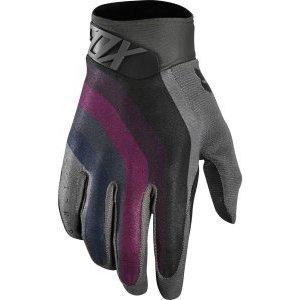 Велоперчатки Fox Airline Draftr Glove, серый 2018Велоперчатки<br>Лёгкие и технологичные перчатки без застёжек от Fox – максимально удобные, стильные и долговечные. Основная особенность этих перчаток – вставки из специальной резины на кончиках пальцев для более естественного ощущения руля и точного управления мотоциклом. Верх из эластичного текстиля отлично дышит, а ладонь из тонкой искусственной кожи Clarino обеспечивает оптимальное сцепление с грипсами.<br><br><br><br>ОСОБЕННОСТИ<br><br><br><br>Материал: текстиль, искусственная кожа<br><br>Ладонь выполнена из тонкой искусственной кожи Clarino<br><br>Технология TRUFEEL от Fox - вставки из специальной резины на кончиках пальцев обеспечивают более естественное ощущение руля и точное управление мотоциклом<br><br>Вставки из сетчатого материала между пальцами для лучшей вентиляции<br><br>Модель без застёжек<br>