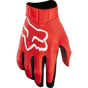 Велоперчатки Fox Airline Race Glove, красный 2018Велоперчатки<br>Лёгкие и технологичные перчатки без застёжек от Fox – максимально удобные, стильные и долговечные. Основная особенность этих перчаток – вставки из специальной резины на кончиках пальцев для более естественного ощущения руля и точного управления мотоциклом. Верх из эластичного текстиля отлично дышит, а ладонь из тонкой искусственной кожи Clarino обеспечивает оптимальное сцепление с грипсами.<br><br><br><br>ОСОБЕННОСТИ<br><br><br><br>Материал: текстиль, искусственная кожа<br><br>Ладонь выполнена из тонкой искусственной кожи Clarino<br><br>Технология TRUFEEL от Fox - вставки из специальной резины на кончиках пальцев обеспечивают более естественное ощущение руля и точное управление мотоциклом<br><br>Вставки из сетчатого материала между пальцами для лучшей вентиляции<br><br>Модель без застёжек<br>