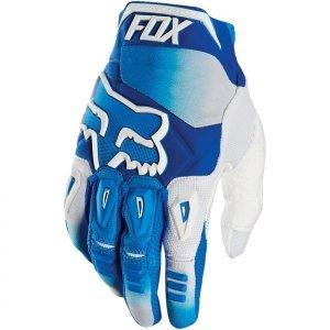 Велоперчатки Fox Pawtector Race Glove, синий 2016Велоперчатки<br>Классические вело и мотокроссовые перчатки от Fox. Основные особенности данной модели – неопреновые и резиновые накладки на костяшках, удобная застёжка и ладонь, отделанная двойным слоем искусственной кожи Clarino. Отличное сочетание эффективной защиты, внешнего вида и функцииональности.<br><br><br><br>ОСОБЕННОСТИ<br><br><br><br>Материал: текстиль, искусственная кожа<br><br>Ладонь отделана двойным слоем искусственной кожи Clarino<br><br>Силиконовые накладки для лучшего сцепления с рулём<br><br>Защитные накладки на костяшках из резины и неопрена<br><br>Удобная застёжка на крючке<br>
