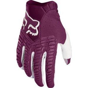 Велоперчатки Fox Pawtector Glove, фиолетовый 2017Велоперчатки<br>Классические вело и мотокроссовые перчатки от Fox. Основные особенности данной модели – неопреновые и резиновые накладки на костяшках, удобная застёжка и ладонь, отделанная двойным слоем искусственной кожи Clarino. Словом, отличное сочетание эффективной защиты, внешнего вида и функцииональности.<br><br><br><br>ОСОБЕННОСТИ<br><br><br><br>Материал: текстиль, искусственная кожа<br><br>Ладонь отделана двойным слоем искусственной кожи Clarino<br><br>Силиконовые накладки для лучшего сцепления с рулём<br><br>Защитные накладки на костяшках из резины и неопрена<br><br>Удобная застёжка на крючке<br>