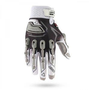 Велоперчатки Leatt GPX 5.5 Lite Glove, бело-черный 2016Велоперчатки<br>Самые комфортные и технологичные велоперчатки, обеспечивающие наиболее эффективную защиту. Верх данной модели выполнен из сетчатого текстиля, а ладонь отделана самым современным материалом под названием NanoGrip, который обеспечивает наилучшее сцепление как в сухих, так и во влажных условиях. Кроме того, эти перчатки соответствуют требованиям стандарта безопасности CE и отлично защищают пальцы и костяшки от травм при падениях. Стоит также обратить внимание на их стильный внешний вид и на совместимость с сенсорными дисплеями – словом, если вы серьёзно относитесь к катанию, то эта модель однозначно для вас.<br><br><br><br>ОСОБЕННОСТИ<br><br><br><br>Материал: текстиль/Nanogrip<br><br>Защитные накладки из фирменного материала Armourgel<br><br>Соответствуют требованиям стандарта безопасности CE<br><br>Силиконовые накладки на кончиках среднего и указательного пальцев<br><br>Удобная застёжка на липучке<br>