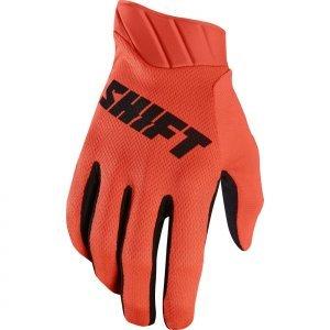 Велоперчатки Shift Black Air Glove, оранжевый 2017Велоперчатки<br>Максимально лёгкие и дышащие перчатки без застёжек от Shift. Верх модели выполнен из дышащего текстиля, а ладонь отделана тонкой искусственной кожей Clarino. Силиконовые накладки на кончиках пальцев обеспечивают лучший контроль ручек тормоза и сцепления.<br><br><br><br>ОСОБЕННОСТИ<br><br><br><br>Материал: текстиль/искусственная кожа<br><br>Модель без застёжек<br><br>Силиконовые накладки на кончиках пальцев для лучшего сцепления<br><br>Оригинальная графика<br>