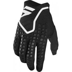 Велоперчатки Shift Black Pro Glove, черный 2018Велоперчатки<br>Black Pro - новые вело и мотокроссовые перчатки от Shift. Верх модели выполнен из эластичного дышащего текстиля, а ладонь отделана тонкой искусственной кожей Clarino. Одна из особенностей этих перчаток - дополнительная накладка на большом пальце для большей прочности и долговечности. А силиконовые накладки на кончиках среднего и указательного пальцев обеспечивают лучший контроль ручек тормоза и сцепления.<br><br><br><br>ОСОБЕННОСТИ<br><br><br><br>Материал: текстиль/искусственная кожа<br><br>Дополнительная накладка на большом пальце для большей прочности и долговечности<br><br>Силиконовые накладки на кончиках среднего и указательного пальцев для лучшего сцепления<br><br>Оригинальная графика<br>