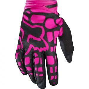 Велоперчатки женские Fox Dirtpaw Womens Glove, черно-розовый 2017Велоперчатки<br>Удобные высококачественные перчатки от Fox, созданные специально для девушек. Особенности обновлённой модели Dirtpaw Mako - защитные накладки в нижней части ладони и на костяшках, а также оригинальная графика.<br><br><br><br><br>ОСОБЕННОСТИ<br><br><br><br>Материал: текстиль, искусственная кожа<br><br>Ладонь выполнена из тонкой искусственной кожи Clarino<br><br>Силиконовые накладки для лучшего сцепления с рулём<br><br>Защитные накладки на костяшках и в нижней части ладони<br><br>Вставки из сетчатого материала между пальцами для лучшей вентиляции<br><br>Застёжка на крючке<br>