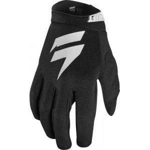 Велоперчатки подростковые Shift White Air Youth Glove, черный 2018Велоперчатки<br>Классические вело и мотокроссовые перчатки от Shift, созданные специально для юных гонщиков. Верх модели выполнен из эластичного дышащего текстиля, а ладонь отделана тонкой искусственной кожей Clarino. Силиконовые накладки на кончиках пальцев обеспечивают лучший контроль ручек тормоза и сцепления.<br><br><br><br>ОСОБЕННОСТИ<br><br><br><br>Материал: текстиль/искусственная кожа<br><br>Силиконовые накладки на кончиках пальцев для лучшего сцепления<br><br>Оригинальная графика<br>