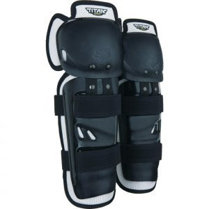 Наколенники Fox Titan Sport Knee Guard, черный, 06194-001-OSЗащита колена<br>Защита колена и голени для начинающих райдеров с накладками из ударопрочного пластика и внутренней частью из мягкого пеноматериала. Традиционные эластичные застёжки на липучках легко подогнать по ноге.<br><br><br><br>ОСОБЕННОСТИ<br><br><br><br>Внутренняя часть из мягкого пеноматериала хорошо дышит и отводит влагу от тела<br><br>Традиционные эластичные застёжки на липучках легко подогнать по ноге<br><br>Цвет: чёрный<br>