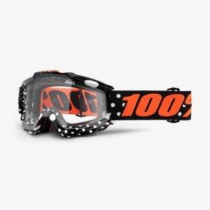Велоочки 100% Accuri Gaspard / Clear Lens, 50200-252-02Велоочки<br>Классическая вело и мотокроссовая маска лаконичного дизайна – Accuri стильно выглядит, хорошо вентилируется и обеспечивает отличный обзор. Благодаря силиконовой накладке, резинка будет надёжно держаться на шлеме. В комплекте – текстильный чехол.<br><br><br><br>ОСОБЕННОСТИ<br><br><br><br>Цвет оправы/резинки: чёрный/оранжевый<br><br>Цвет линзы: прозрачный<br><br>В комплекте – текстильный чехол<br>