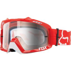 Велоочки Fox Air Defence Red/Clear, 14594-902-NSВелоочки<br>Верхняя модель линейки масок от Fox – модификация проверенной временем маски Air Space с новой изогнутой линзой из прозрачного поликарбоната, обеспечивающей лучшую устойчивость к ударам, минимальное оптическое искажение и стопроцентное поглощение ультрафиолета. А 17-миллиметровая подкладка из пеноматериала эффективно отводит влагу от лица.<br><br><br><br>ОСОБЕННОСТИ<br><br><br><br>Новая изогнутая линза из поликарбоната обеспечивает лучшую устойчивость к ударам, минимальное оптическое искажение и стопроцентное поглощение ультрафиолета<br>