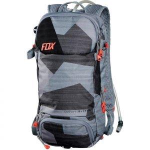 Рюкзак-гидропак Fox Convoy Hydration Pack Camo, 11676-027Велосумки<br>Вместительный и технологичный рюкзак с гидратором. Основная его особенность – прилегающая к спине панель, изготовленная из мягкого пеноматериала EVA со специальными каналами для вентиляции. Резервуар гидратора легко открывается, так что его удобно наполнять и мыть. Кроме того, на рюкзаке имеются стропы для крепления как кросскантрийного шлема, так и даунхильного фулл-фейса.<br><br><br><br>ОСОБЕННОСТИ<br><br><br><br>Материал: 100% - полиэстер<br><br>Задняя панель из пеноматериала EVA со специальными каналами для вентиляции<br><br>Большое основное отделение<br><br>Трёхлитровый резервуар гидратора легко открыть для наполнения или мойки<br><br>Стропы для крепления как кросскантрийного, так и даунхильного шлема<br><br>Отдельный карман для инструментов<br><br>Карман для очков, отделанный флисом<br><br>Удобный клапан гидратора под названием Bite Surge<br><br>Цвет: серый/чёрный<br>