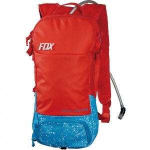 Рюкзак-гидропак Fox Convoy Hydration Pack, красный, 11676-003Велосумки<br>Вместительный и технологичный рюкзак с гидратором. Основная его особенность – прилегающая к спине панель, изготовленная из мягкого пеноматериала EVA со специальными каналами для вентиляции. Резервуар гидратора легко открывается, так что его удобно наполнять и мыть. Кроме того, на рюкзаке имеются стропы для крепления как кросскантрийного шлема, так и даунхильного фулл-фейса.<br><br><br><br>ОСОБЕННОСТИ<br><br><br><br>Материал: 100% - полиэстер<br><br>Задняя панель из пеноматериала EVA со специальными каналами для вентиляции<br><br>Большое основное отделение<br><br>Трёхлитровый резервуар гидратора легко открыть для наполнения или мойки<br><br>Стропы для крепления как кросскантрийного, так и даунхильного шлема<br><br>Отдельный карман для инструментов<br><br>Карман для очков, отделанный флисом<br><br>Удобный клапан гидратора под названием Bite Surge<br><br>Цвет: красный<br>
