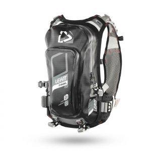 Рюкзак-гидропак Leatt GPX Trail WP 2.0 Hydration, XS-XXL, черно-серый, 7016100140Велорюкзаки<br>Новый рюкзак-гидропак 2018 года на 2 литра жидкости и 25 литров полезного обьема невероятно легкий и не чувствуется на плечах.<br>Продуманная вентиляция спины обеспечивает хороший обдув для комфорта и отвода влаги.<br>Конструкция позволяет прокладывать трубки гидролиний как под рукой, так и над плечом.<br>Предусмотрены отдельные карманы для инструмента и непромокаемый карман для телефона.<br>