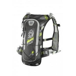 Рюкзак-гидропак Leatt DBX Mountain Lite 2.0, желто-черный, 7016000120Велорюкзаки<br>Лёгкий и компактный рюкзак от Leatt, созданный специально для гонщиков эндуро. Данную модель, пожалуй, можно смело назвать самой удобной и функциональной на рынке. Верх рюкзака выполнен из непромокаемого и устойчивого к истиранию материала, все швы проклеены, внутри вы найдёте гидратор с двухлитровым резервуаром, но и это ещё не всё. Так, здесь имеется интегрированная защита спины, отвечающая требованиям стандарта безопасности CE Level 1, а также удобные стропы для крепления защиты шеи и шлема любого типа. Особая система подвески позволяет рюкзаку надёжно держаться на спине без использования поясного ремня – даже во время крутых спусков он не будет сползать и бить вас по голове.<br><br><br><br>ОСОБЕННОСТИ<br><br><br><br>Объём рюкзака: 1 л<br><br>Объём гидропака: 2 л<br><br>Интегрированная защита спины; отвечает требованиям стандарта безопасности CE Level 1<br><br>Фирменная система подвески позволяет рюкзаку надёжно держаться на спине без использования поясного ремня<br><br>Два выхода для трубки гидратора: над плечом и подмышкой (для тех, кто ездит в шлемах типа фулл-фейс)<br><br>Удобные стропы для крепления защиты шеи и шлема любого типа<br><br>Специальный чехол для резервуара с водой обеспечивает хорошую термоизоляцию – жидкость всегда останется холодной<br>