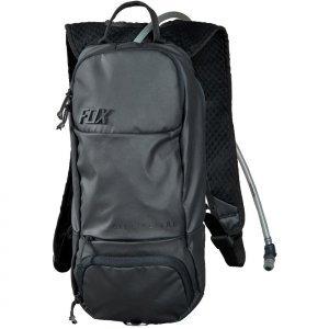 Рюкзак-гидропак Fox Oasis Hydration Pack, черный, 11686-001-OSВелорюкзаки<br>Небольшой технологичный рюкзак с гидратором. Основная его особенность – прилегающая к спине панель, изготовленная из мягкого пеноматериала EVA со специальными каналами для вентиляции. Резервуар гидратора легко открывается, так что его удобно наполнять и мыть. Кроме того, на рюкзаке имеются стропы для крепления кросскантрийного шлема.<br><br><br><br>ОСОБЕННОСТИ<br><br><br><br>Материал: 100% - полиэстер<br><br>Задняя панель из пеноматериала EVA со специальными каналами для вентиляции<br><br>Узкий вытянутый профиль для большей свободы движений райдера<br><br>Двухлитровый резервуар гидратора легко открыть для наполнения или мойки<br><br>Стропы для крепления кросскантрийного шлема<br><br>Отдельный карман для инструментов<br><br>Карман для очков, отделанный флисом<br><br>Удобный клапан гидратора под названием Bite Surge<br><br>Цвет: чёрный<br>