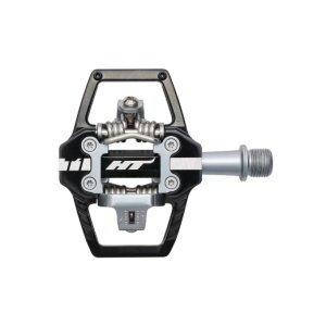 Педали велосипедные HT T1, черный, T1201101Педали для велосипедов<br>HT T1 ориентирована на любителей эндуро, которым нужны контактные педали с более широкой платформой.Корпус выполнен из алюминия и позволяет легче и быстрее находить педаль после «отстегивания». Для быстроты встегивания контактные механизмы установлены с обеих сторон педали. Здесь применяются хромолевые оси и система подшипников HT EVO+, в которой используются игольчатый подшипник и упорный механизм для плавного вращения. <br><br><br><br>ОСОБЕННОСТИ:<br><br><br><br>— Вес: 368 грамм<br><br><br><br>— Размер: 68 х 83.5 х 16.8 мм<br><br><br><br>— Материал корпуса: экструдированный алюминий<br><br><br><br>— Материал оси: CNC machined cr-moly<br><br><br><br>— Система очистки: X1E / X1 / X1F<br><br><br><br>— Сменные штифты<br>