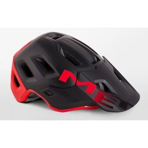 Велошлем Met Roam, черно-красный 2018Велошлемы<br>Многолетний опыт Met воплотился в модели Roam, которая отличается максимальным удобством и высочайшим качеством. Roam – это абсолютно новый шлем от Met, созданный для эндуро и катания в стиле «ол-маунтин». Тем, кто катается в маске, определённо, понравится гибкий козырёк с тремя положениями фиксации и стильные вертикальные крепления для резинки. А одна из главных особенностей этой модели – задний светодиодный фонарь, который можно закрепить на застёжке. Шлем хорошо закрывает голову и отвечает всем требованиям необходимых стандартов безопасности.<br><br><br><br>ОСОБЕННОСТИ<br><br><br><br>Пенопластовый внутренник интегрирован в жёсткий корпус шлема<br><br>Внутренние накладки из мягкого гипоаллергенного материала<br><br>Гибкий козырёк с тремя положениями фиксации<br><br>Задний светодиодный фонарь<br><br>Отвечает требованиям стандарта безопасности CE<br>